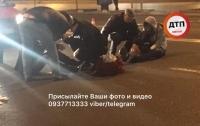Киевское такси сбило двоих мужчин
