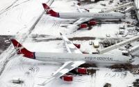 Жуткий снегопад в Британии загнал сотни машин в ловушку