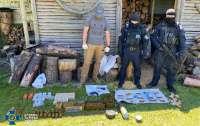 Кило тротила и тысячи патронов: На Луганщине обнаружили схрон с оружием
