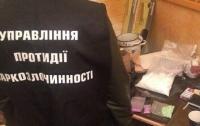 В Киеве прохожий проговорился полицейским об огромном складе наркотиков