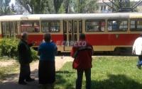 Мужчина попал под трамвай в Киеве и остался без пальцев