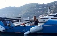 Пенсионерка в одиночку на лодке переплывает океан