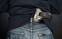 Едва не начали стрельбу: В столичном ТРЦ разбушевался пьяный посетитель