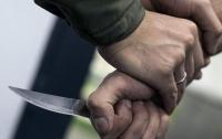 В Киеве группа неизвестных напала на мужчину (видео)