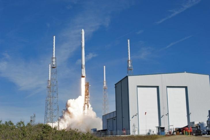Американский космический фургон Dragon удачно прибыл наМКС