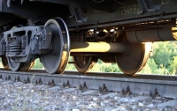Под колесами поезда погиб молодой парень