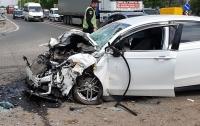 ДТП под Киевом: Ford влетел в самосвал, водитель умер в карете скорой помощи