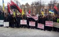 Протест против кладбища: в Николаеве пикетировали горсовет с могильными крестами (Видео)