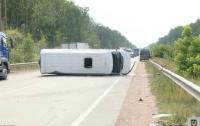 На трассе Киев-Чоп перевернулся автобус, есть пострадавшие