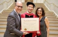 Марк Цукерберг получил диплом о высшем образовании