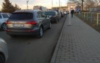 Венгерские таможенники не пропускают автомобили из Украины через границу