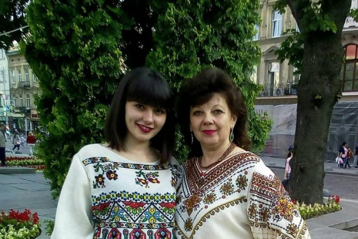 Молодая украинская эстрадная певица неожиданно покончила ссобой