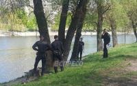 Студенты во время рыбалки в Киеве вытащили тело мужчины