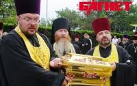 В Крым впервые прилетел ковчег с мощами Крестителя Руси (ФОТО)