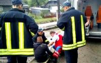 В горах Закарпатья из вагона поезда на ходу выпал молодой парень