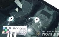 Неизвестные обстреляли дом местного чиновника (фото)