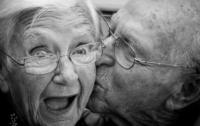 Ученые выяснили, почему женщины живут дольше мужчин