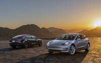 Tesla Model 3 навчили паркуватись (ВІДЕО)