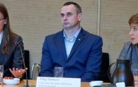 Олег Сенцов поговорил с немецкими депутатами об украинских пленных и кино