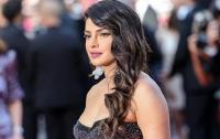 Индийскую модель затравили за откровенное фото в сари