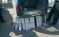 Патрульные Николаева нашли в авто 30 номерных знаков от других машин