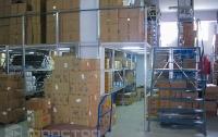 Мезонин на базе полочных стеллажей: экономия пространства и увеличение эффективности склада