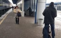 Одного и того же пенсионера ограбили на киевском ж/д вокзале дважды за несколько минут