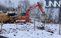 Неизвестное строительство началось на парковой дороге в Киеве