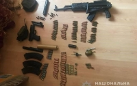 На Днепропетровщине два парня через соцсеть продавали оружие и боеприпасы