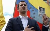В одной стране лидер оппозиции объявил себя президентом