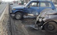 Авария в Киеве: столкнулись четыре авто и троллейбус