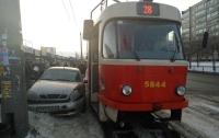 В столице трамвай с пассажирами попал в ДТП