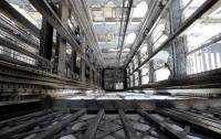 Двое мужчин провалились в шахту лифта в Харькове