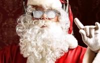 Деды Морозы не поделили елку: сказочные персонажи подрались в центре Одессы (видео)