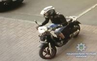 Полиция Киева задержала мужчину, который на мотоцикле грабил прохожих