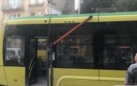 Во Львове во время движения загорелся новый трамвай