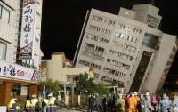 После землетрясения на Тайване все еще ищут семь человек