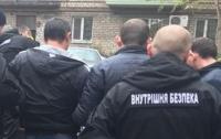 Полицейский попался на 100-тысячной взятке