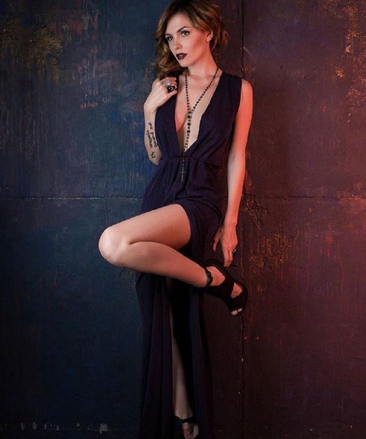 Платье с открытой грудь фото