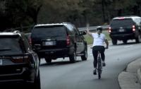 За неприличный жест в адрес Трампа американка поплатилась работой