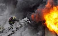 Пожар в Киеве: загорелся многоквартирный дом, погиб мужчина