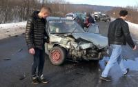 На Закарпатье столкнулись 5 авто: пострадали 7 человек (видео)