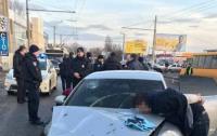 В Днепре полиция со стрельбой задержала виновника смертельного ДТП (видео)
