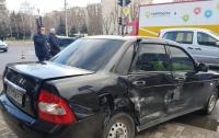 ДТП в Днепре: людей зажало между авто и магазином (видео)