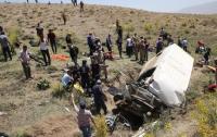 Микроавтобус с мигрантами попал в жуткое ДТП: 16 погибших