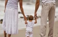 Желающим усыновить ребенка в Украине выдвинули новое условие