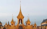 Короля Таиланда сожгут в золотом дворце