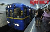 Две 19-летние девушки катались в киевском метро между вагонами