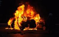 Массовый поджог автомобилей: в Киеве горели четыре машины (видео)