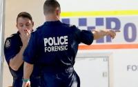В Австралии мужчина с ножом напал на полицейских